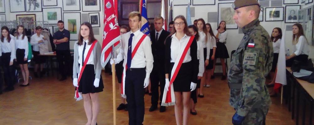 Ceremoniał pocztów sztandarowych w I Liceum Ogólnokształcącym w Suwałkach