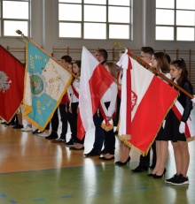 Ceremoniał pocztów sztandarowych w Szkole Podstawowej nr 4 w Augustowie