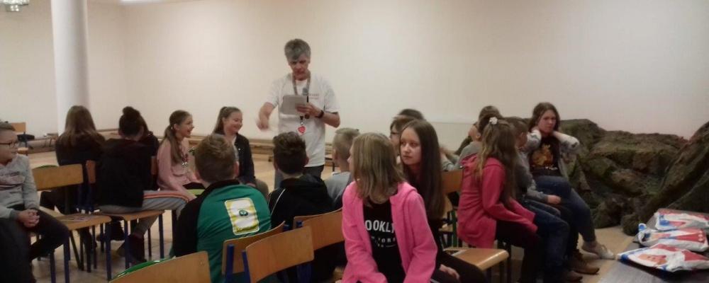 Nauka bez granic w Szkołach Podstawowych w Gibach i Bakałarzewie – jak uczyć angielskiego przez zabawę